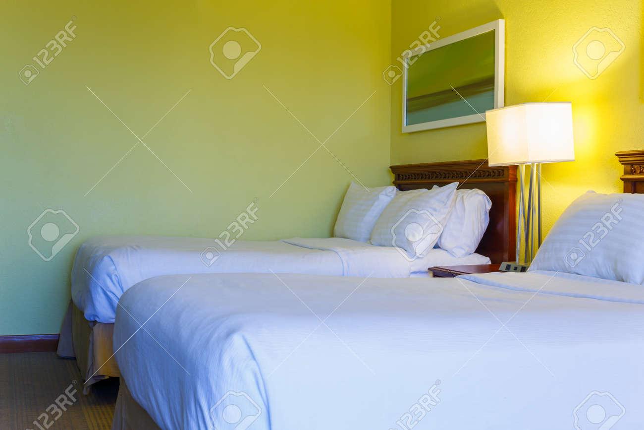 Camera da letto design moderno con arredi in hotel