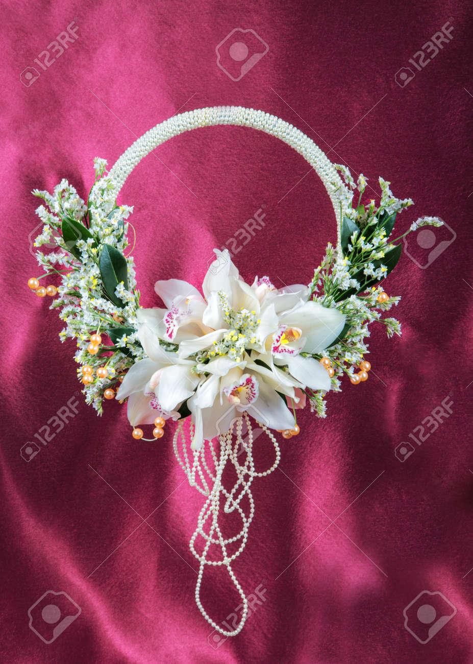 Hochzeitsstrauss Mit Orchideen Gegen Einen Stoff Lizenzfreie Fotos