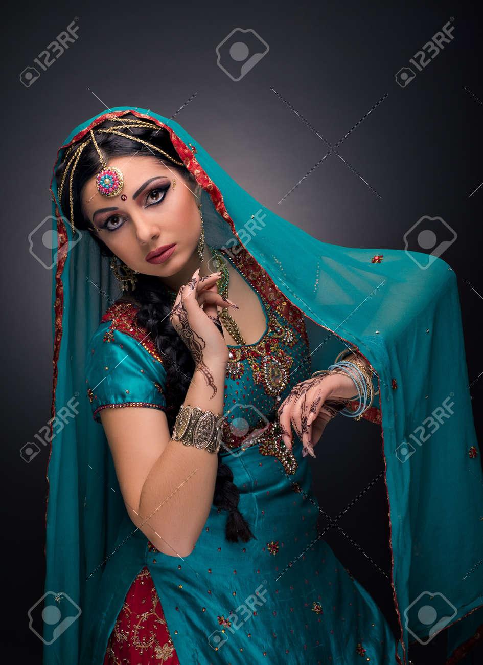 A beautiful Indian princess in national dress - 20144318