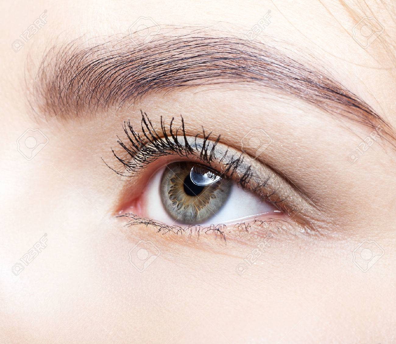 Close-up shot of female eye makeup - 40332807