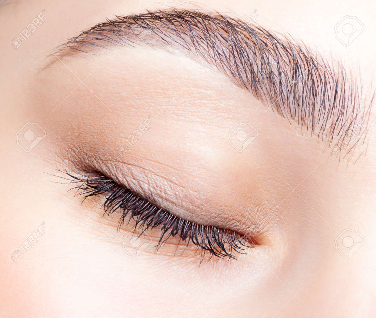 Closeup shot of female closed eye and brows with day makeup - 46391897