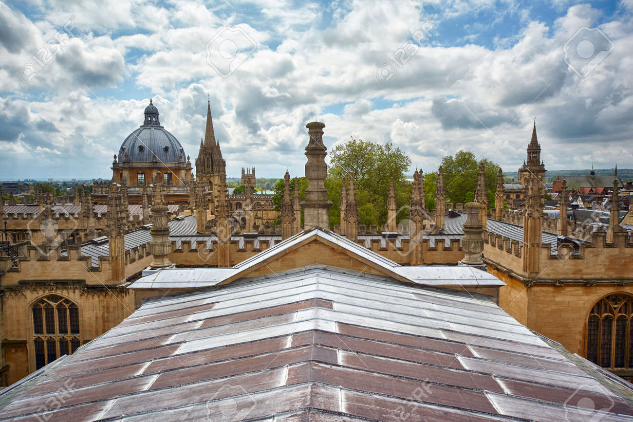 The Bondian Library and the Dome of the Radoniffe Camera. Oxford University. Oxford. England - 114037493