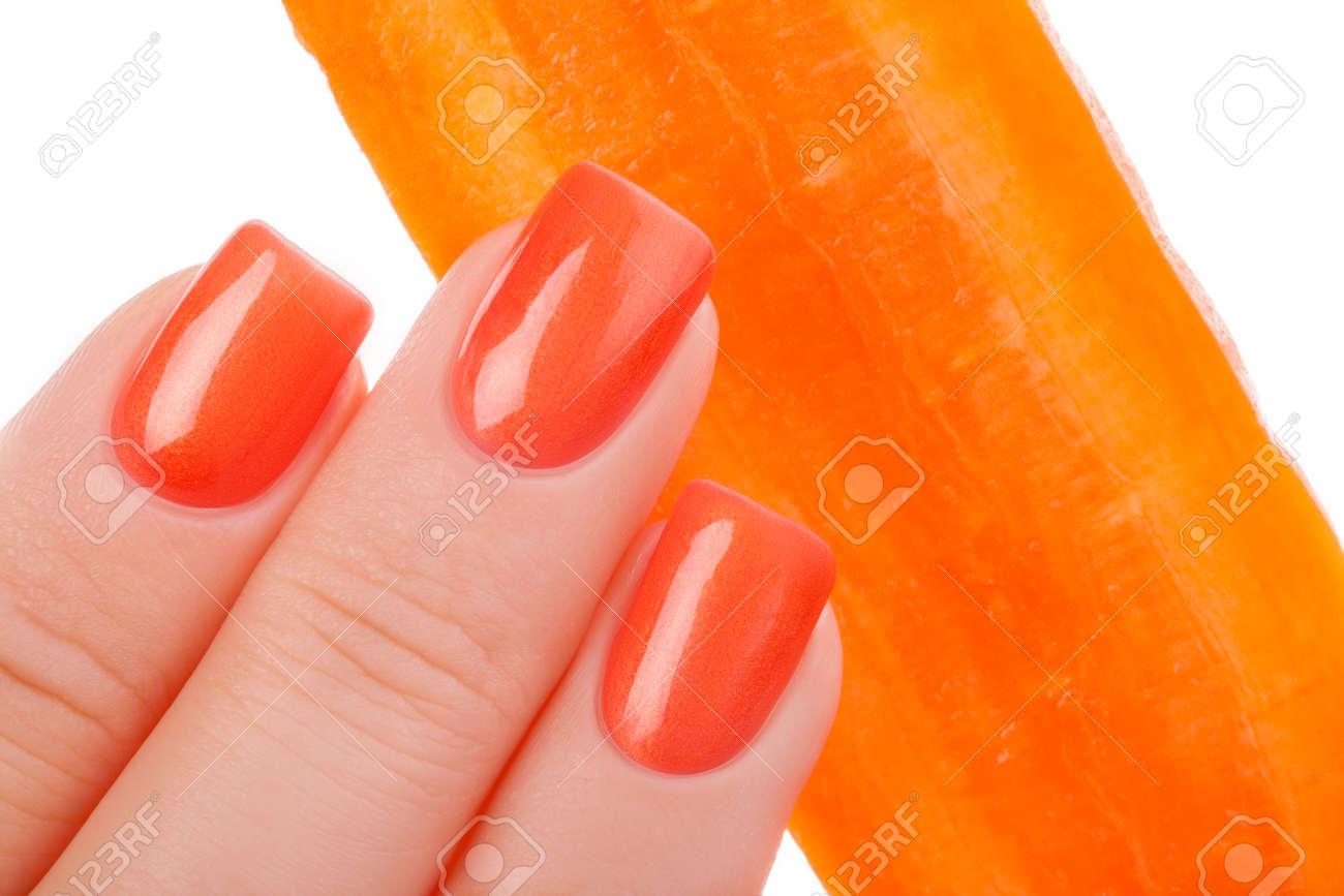 Unas De Color Naranja Hermosas Se Cierran Para Arriba Y Zanahoria Fotos Retratos Imagenes Y Fotografia De Archivo Libres De Derecho Image 49913830 100 g de zanahorias frescas contienen. unas de color naranja hermosas se cierran para arriba y zanahoria