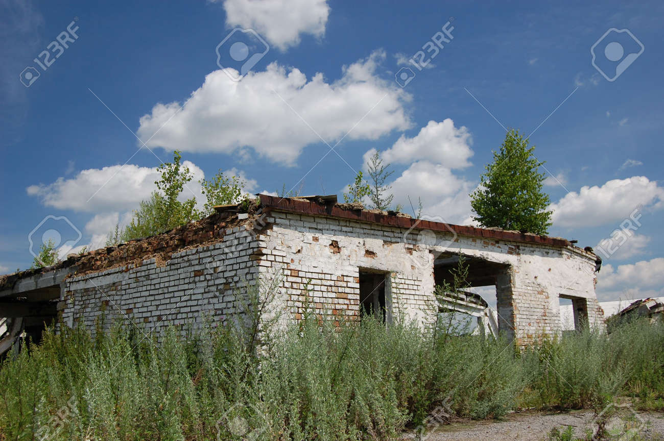 Abandoned farm. Near Chernobyl area.  Kiev region, Ukraine Stock Photo - 3274113