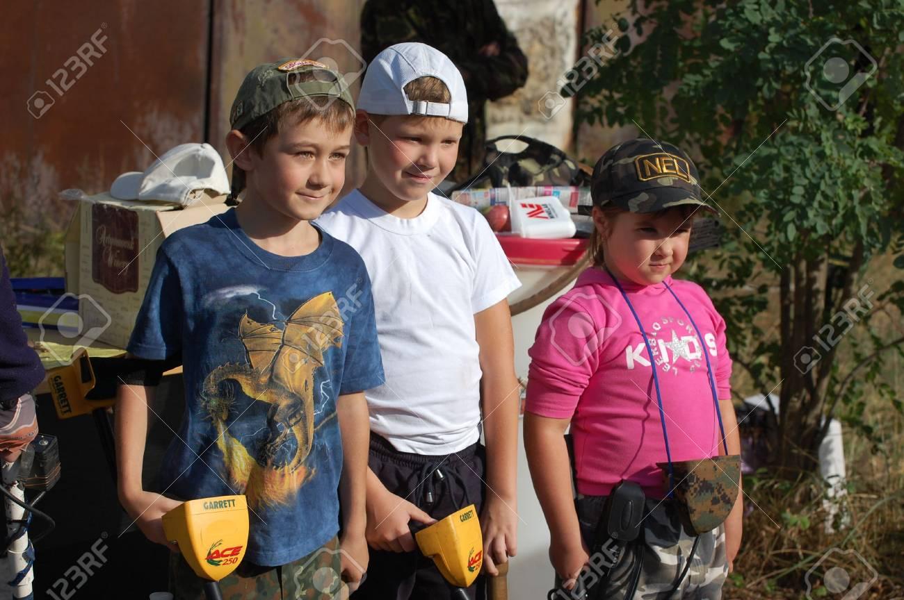 KIEV, UKRAINE - SEP 11: unidentified Members Ukrainian Federation Metal Searchin Sport on the First Ukrainian Competition of Treasure Hunting, Kids competition,September 11, 2010 in Kiev, Ukraine  Stock Photo - 7738978