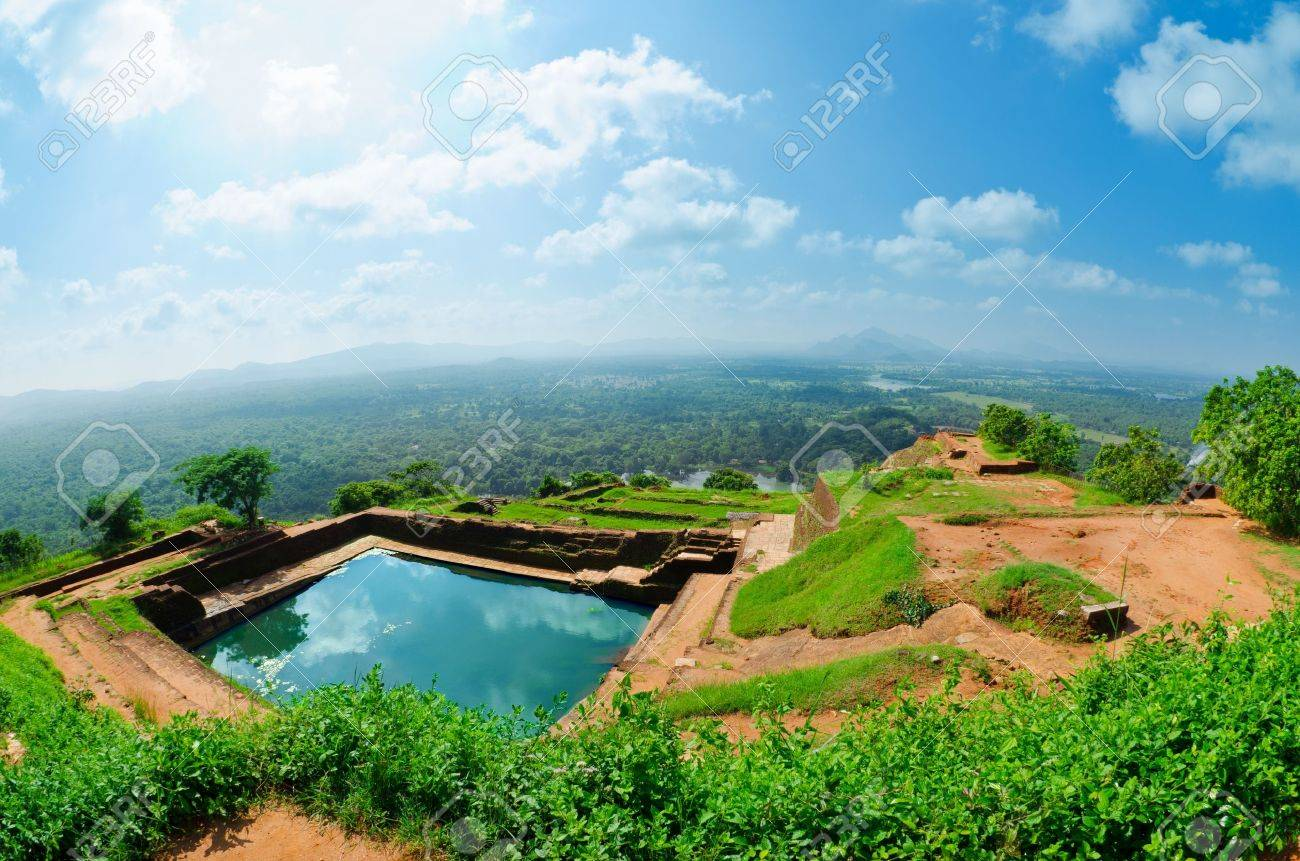 Estremamente Sigiriya (roccia Del Leone) è Una Pietra Di Grandi Dimensioni E  KM54