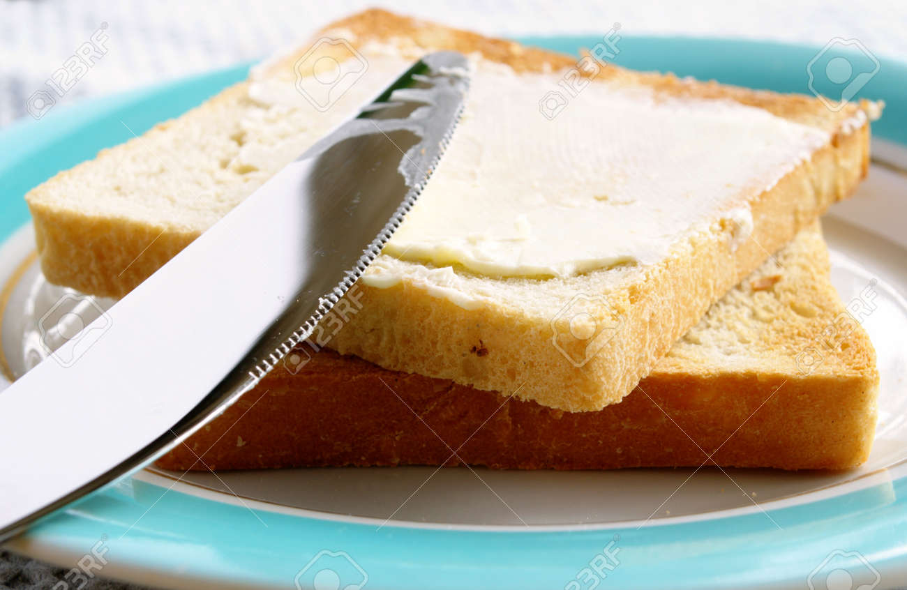 toasted bread and butter in a bowl on the table stock photo picture rh 123rf com bread and butter berlin 2017 bread and butter gewinnspiel