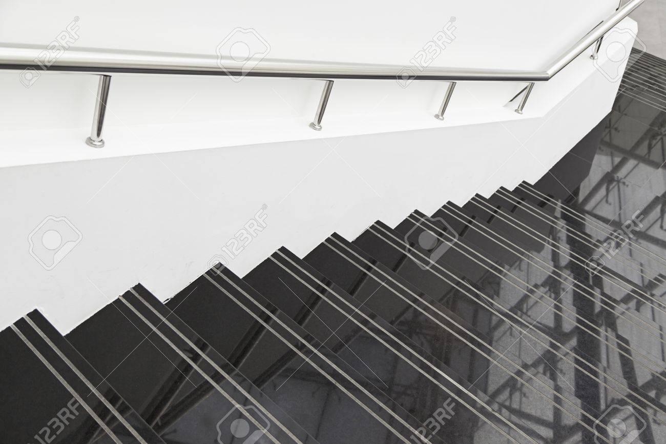 Escalier De Marbre Noir, Détail De L\'escalier Avec Garde-corps ...