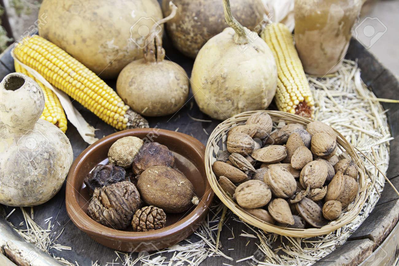 乾燥トウモロコシやカボチャ、乾...