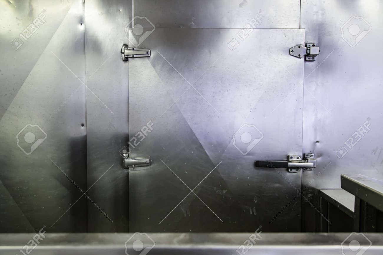 Camara frigorifica, detail of industrial refrigerator - 120887151