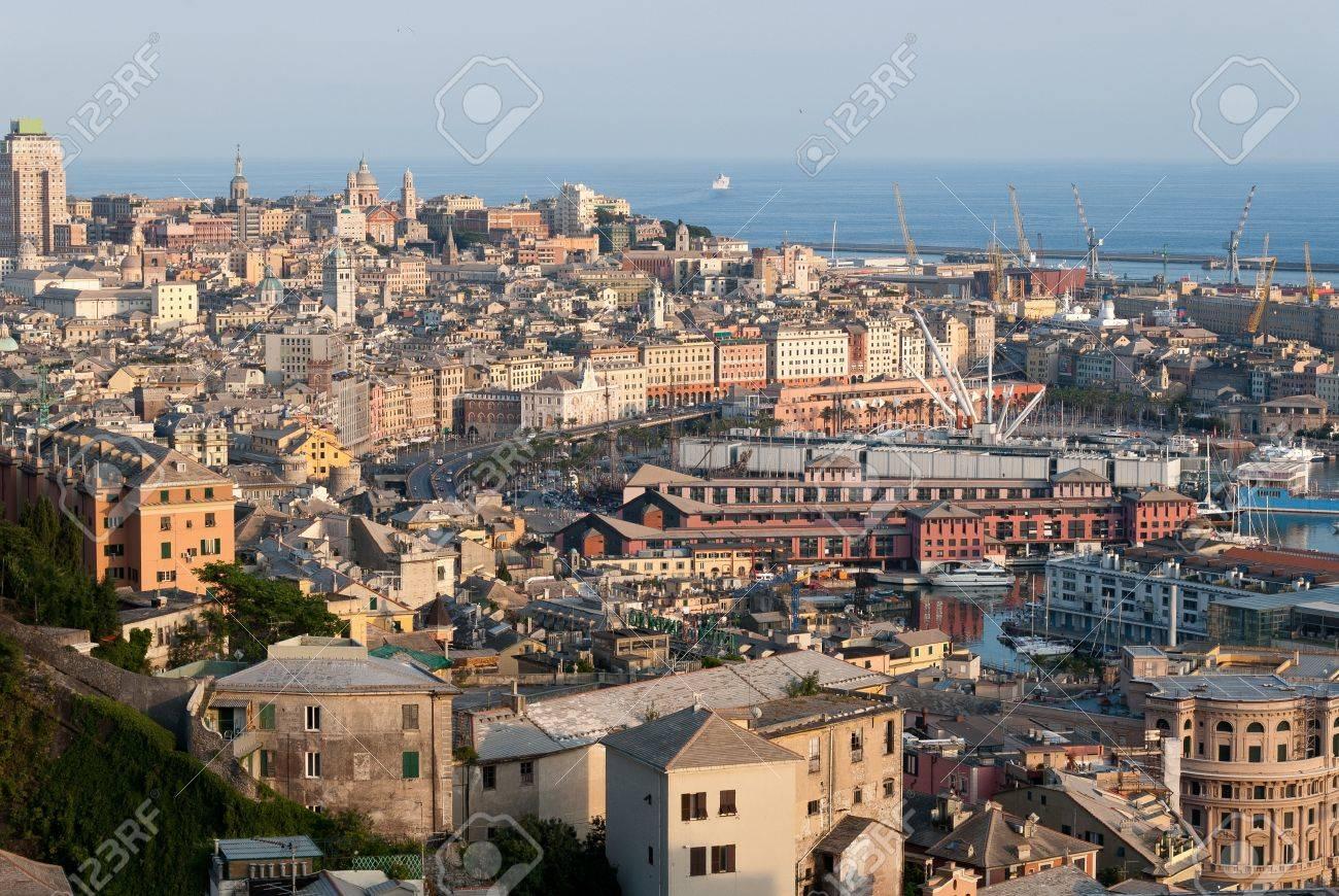 ジェノヴァ港市は、山を見ました...