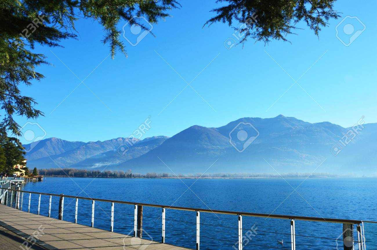 イセオ湖の風景、ローヴェレ、イ...