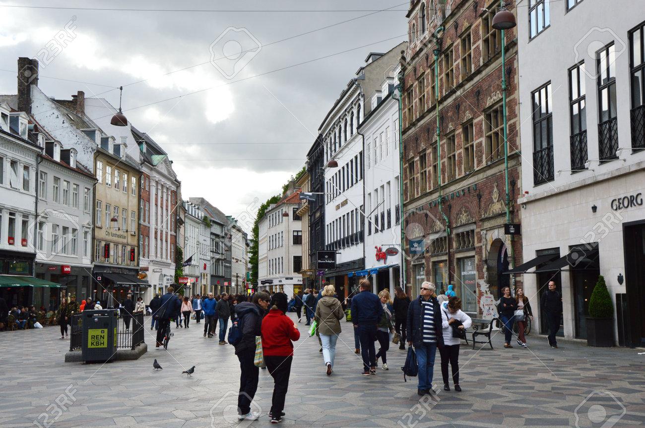 COPENHAGUE, DINAMARCA - 31 DE MAYO DE 2017: Calle Principal De ...