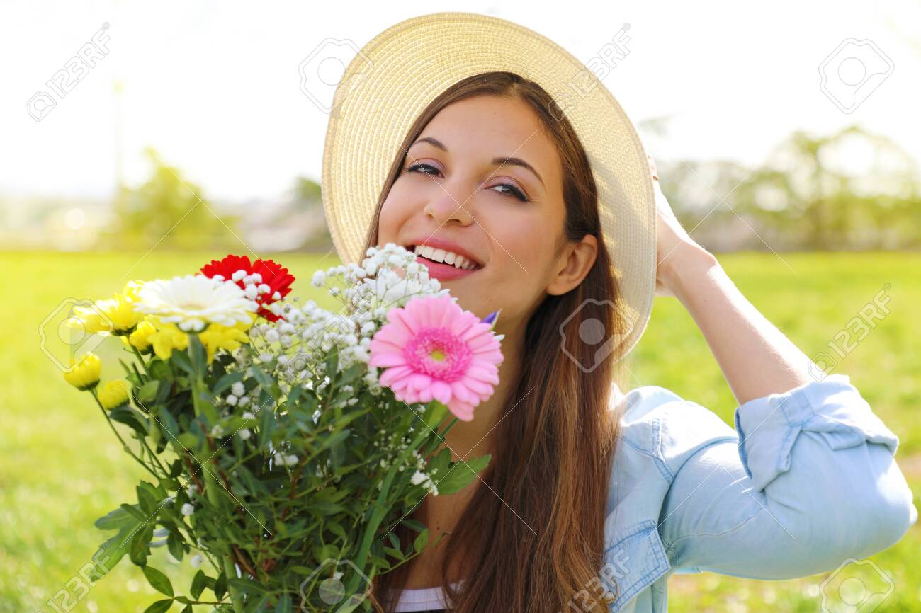 Spring time. Teenager girl holds flower bouquet outdoor. - 141378981