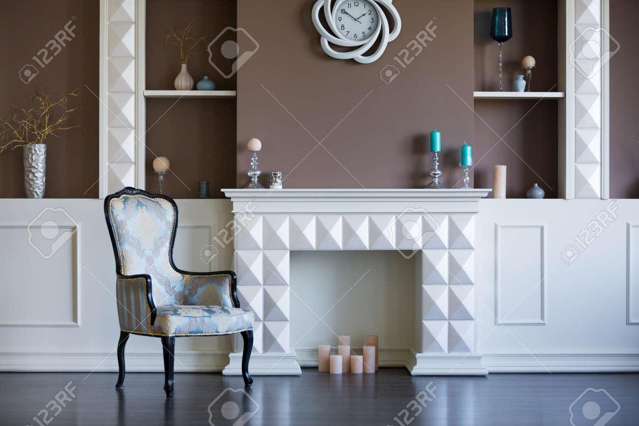 Camino Bianco In Pietra : Immagini stock caminetto bianco casa di lusso con pietra