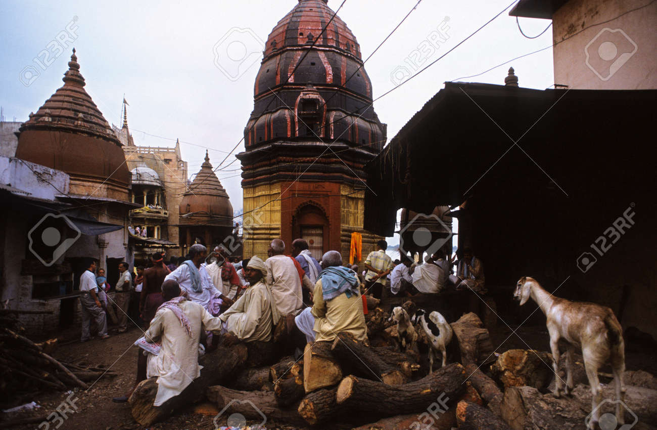 Elephant En Inde Signification asie inde uttar pradesh varanasi manikarnika ghat utilisé pour les  cérémonies de crémation hindoue. varanasi, uttar pradesh, en inde.  manikarnika ghat