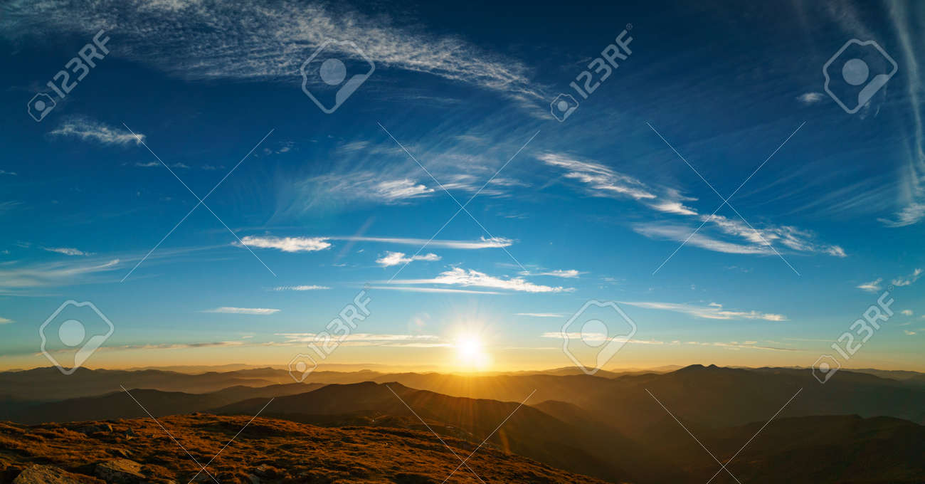 Beautiful landscape at sunset of the Ukrainian Carpathian Mountains, Chornohora from Mount Petros - 122591743
