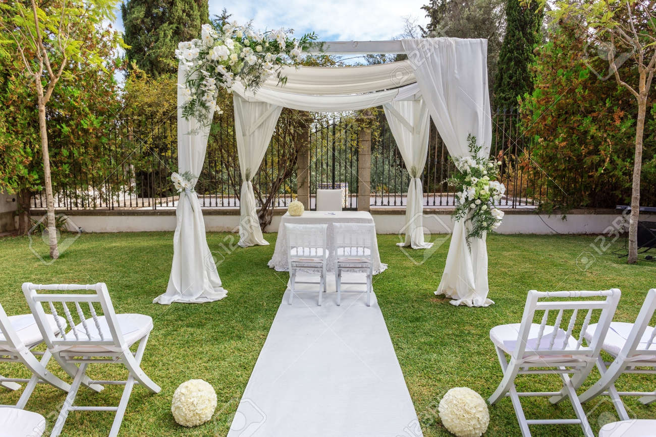 Hochzeitsdekorationen Fur Jungvermahlten Mit Blumen Geschmuckt