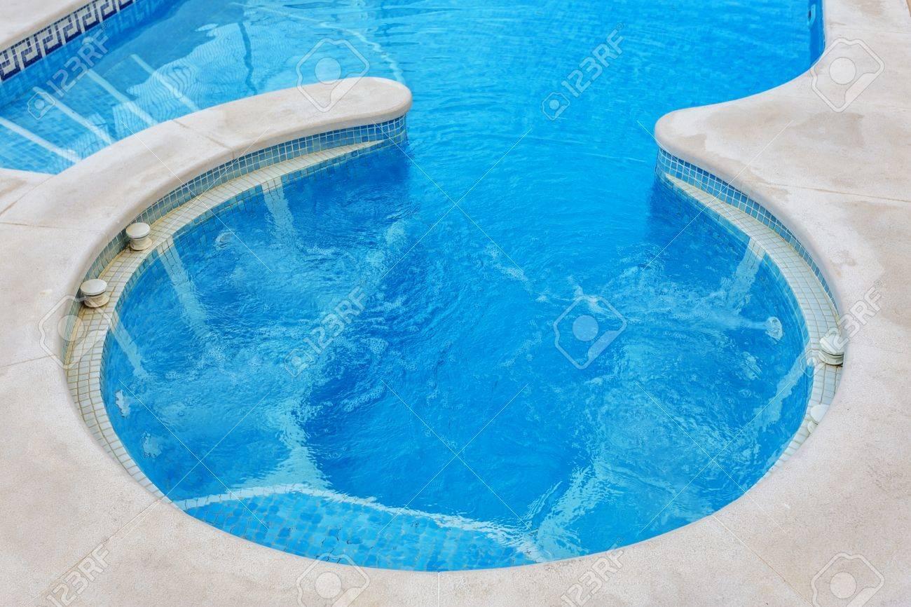 Ansprechend Eingebauter Pool Dekoration Von Jacuzzi Für Massage, Nahaufnahme, Pool. Standard-bild -