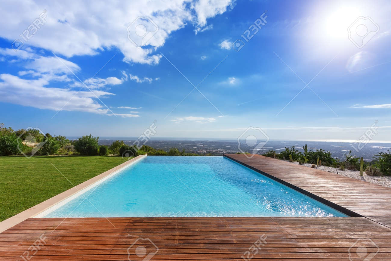 Modern endless infinity pool. With views of landscape. - 87241315
