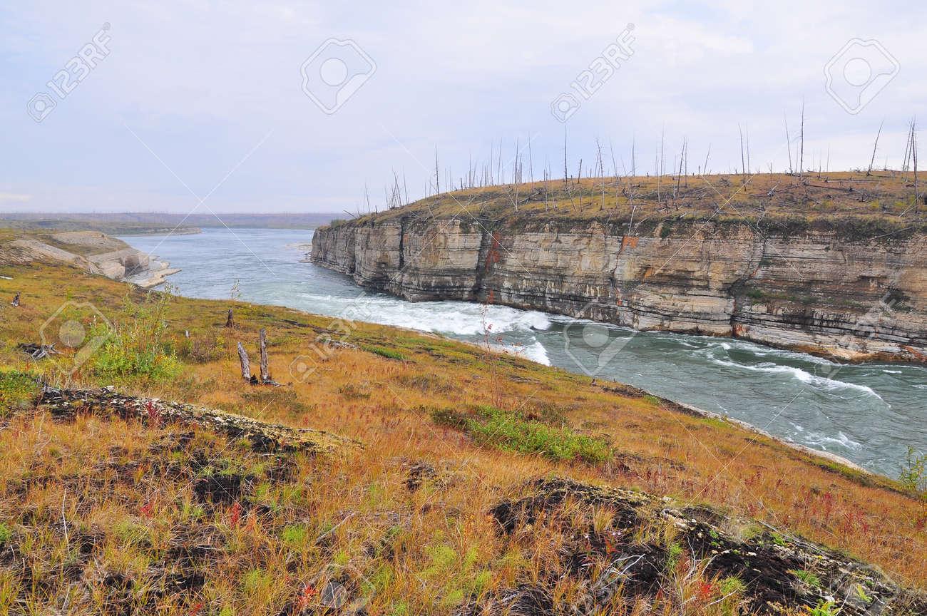 川の急流。ロシアのタイミル半島...