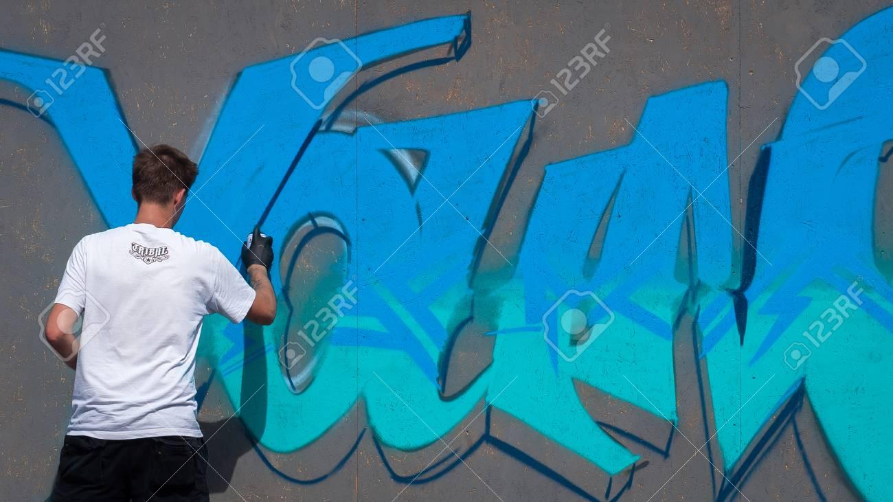 Ukraine, Nikolaev, 24.06.2017: Fest Der Graffiti Für Den Tag Der ...
