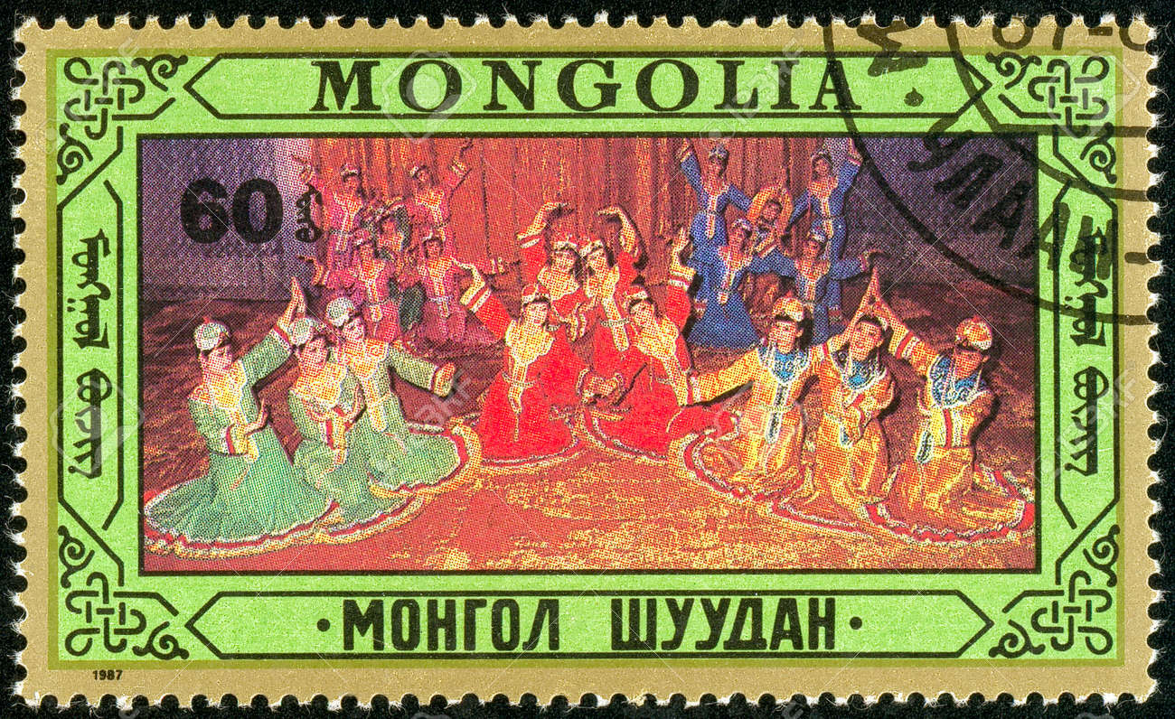Ukraine - circa 2018: A postage stamp printed in Mongolia show Mongolian Folk dances. Series: Folklore. Circa 1987. Banque d'images - 94168105