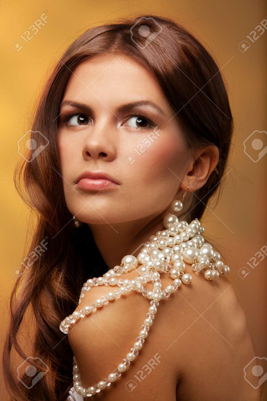 Элегантная девушка жемчуг фото 5 фотография