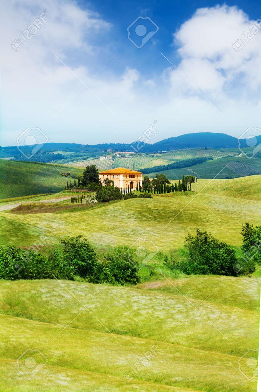 Schones Haus In Der Toskana Landschaft Im Sommer Italien Lizenzfreie