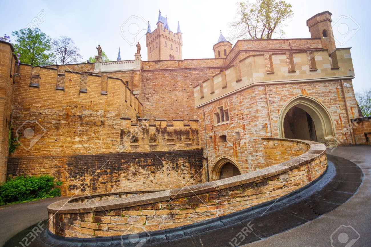 château Martin 11 novembre trouvé par Ajonc 36788664-la-cour-int%C3%A9rieure-du-magnifique-ch%C3%A2teau-de-hohenzollern