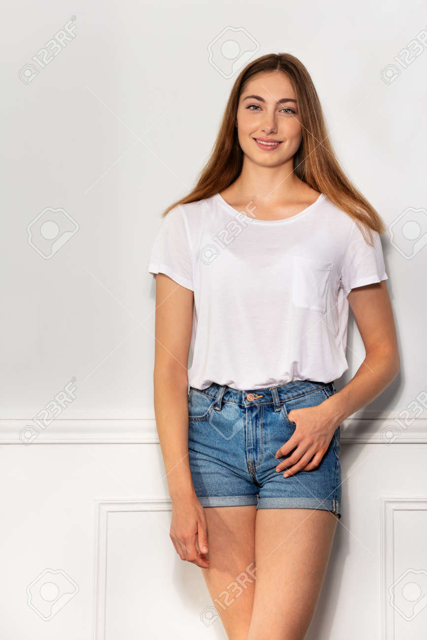 Portrait of smiling attractive young woman - 115373092