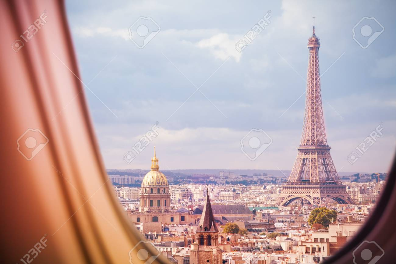 Paris and Eiffel tower view from plane window - 117617994