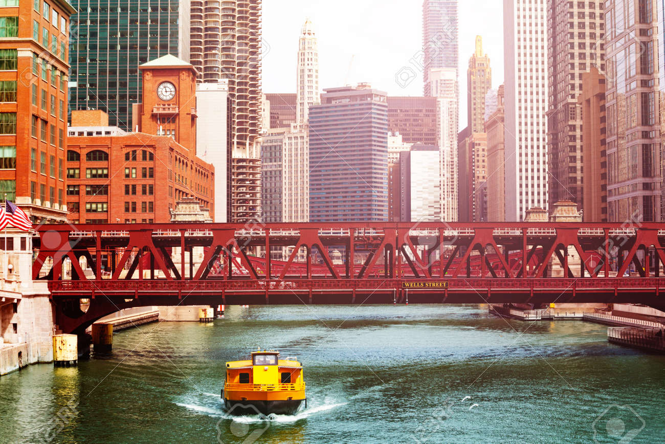 Taxi shuttle bus boat and bridges Chicago downtown - 120593903