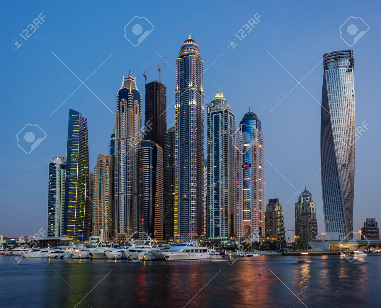 Dubai Marina at night, Dubai, UAE   Stock Photo - 17403299