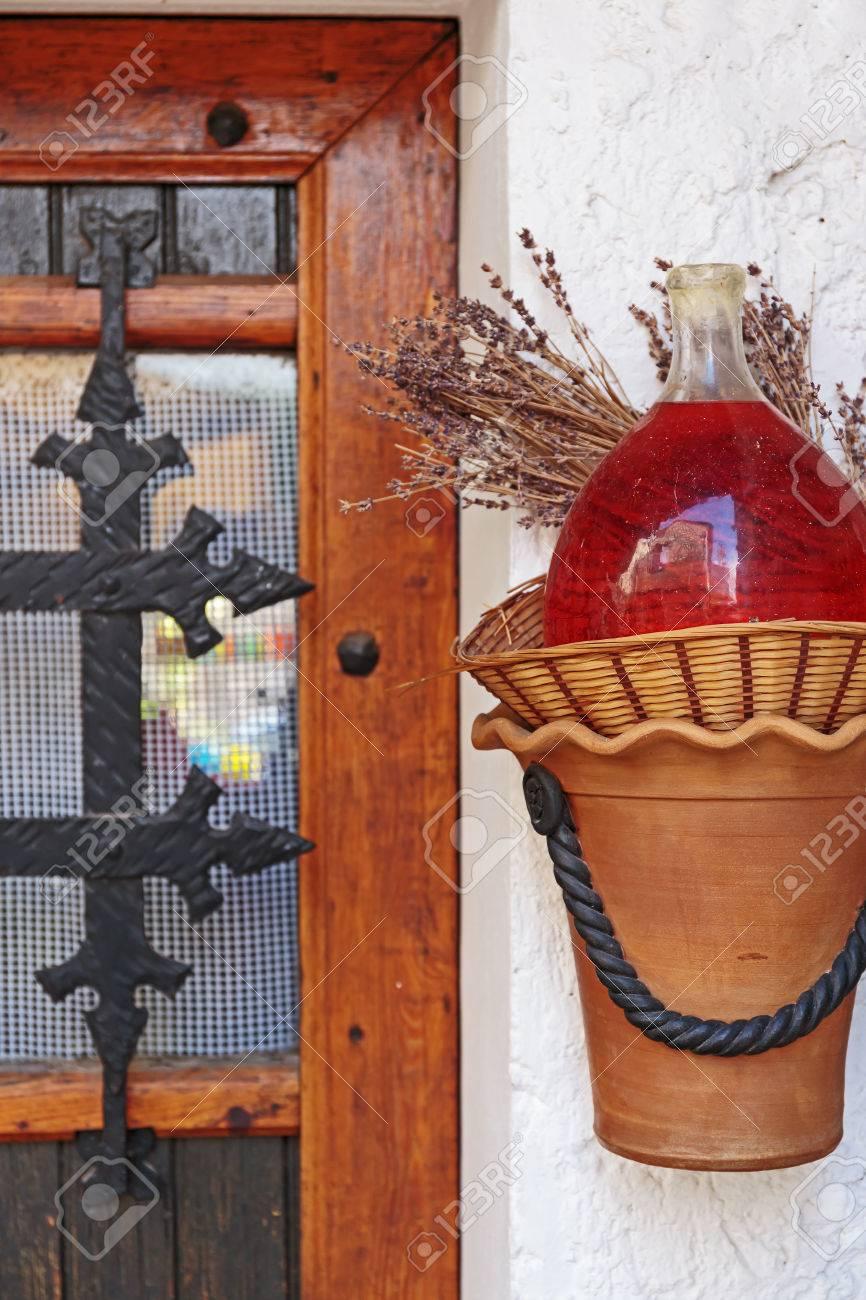 Altes Bauernhaus Dekoriert Flasche Aromaol Lizenzfreie Fotos Bilder Und Stock Fotografie Image 33978445
