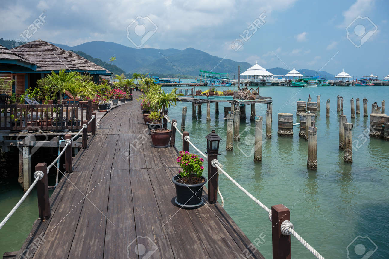 Houses on stilts in the fishing village of Bang Bao, Koh Chang, Thailand - 100448768