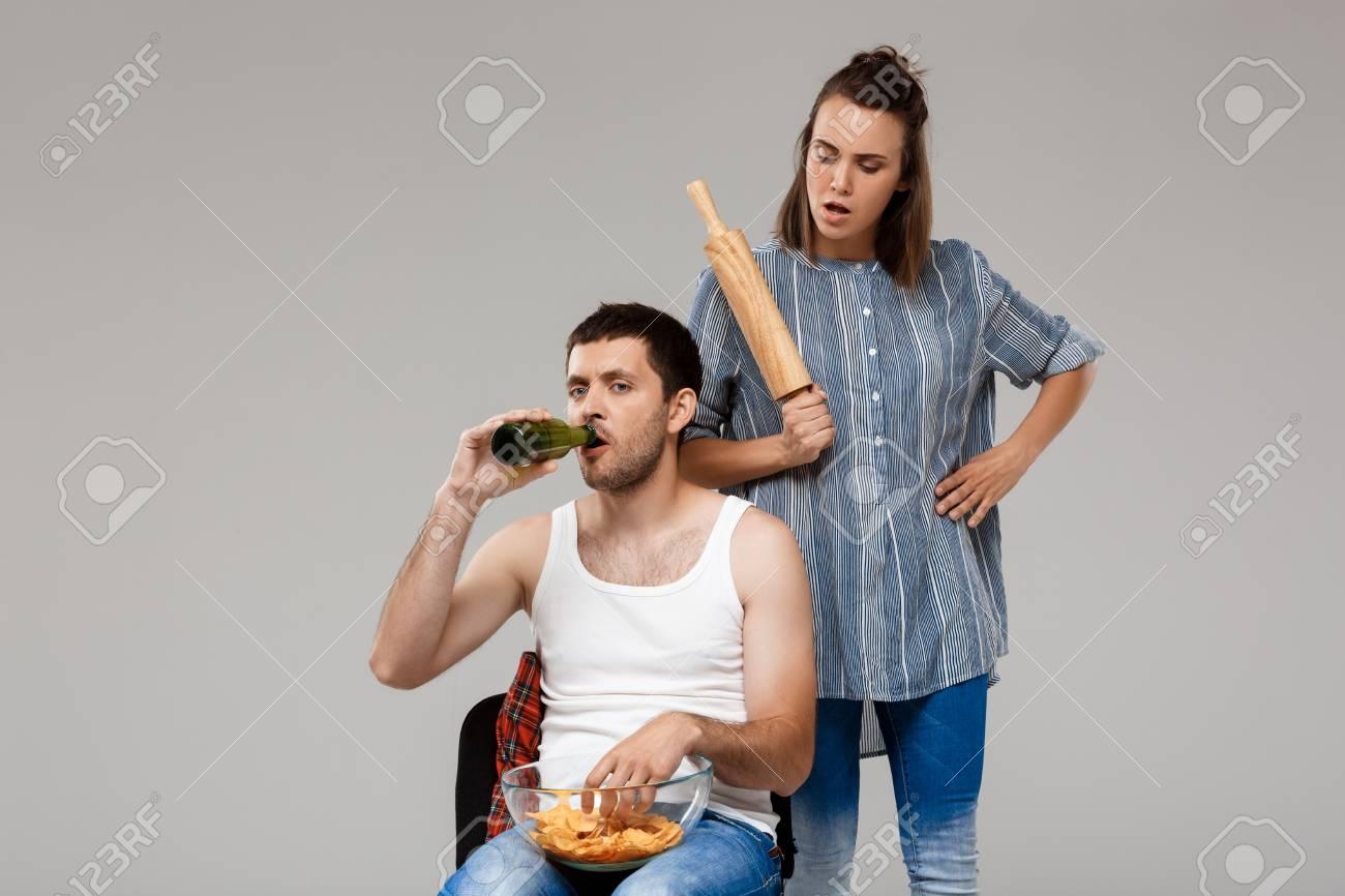 Banque d images - Belle jeune femme en colère contre l homme 4a8eaf4979c