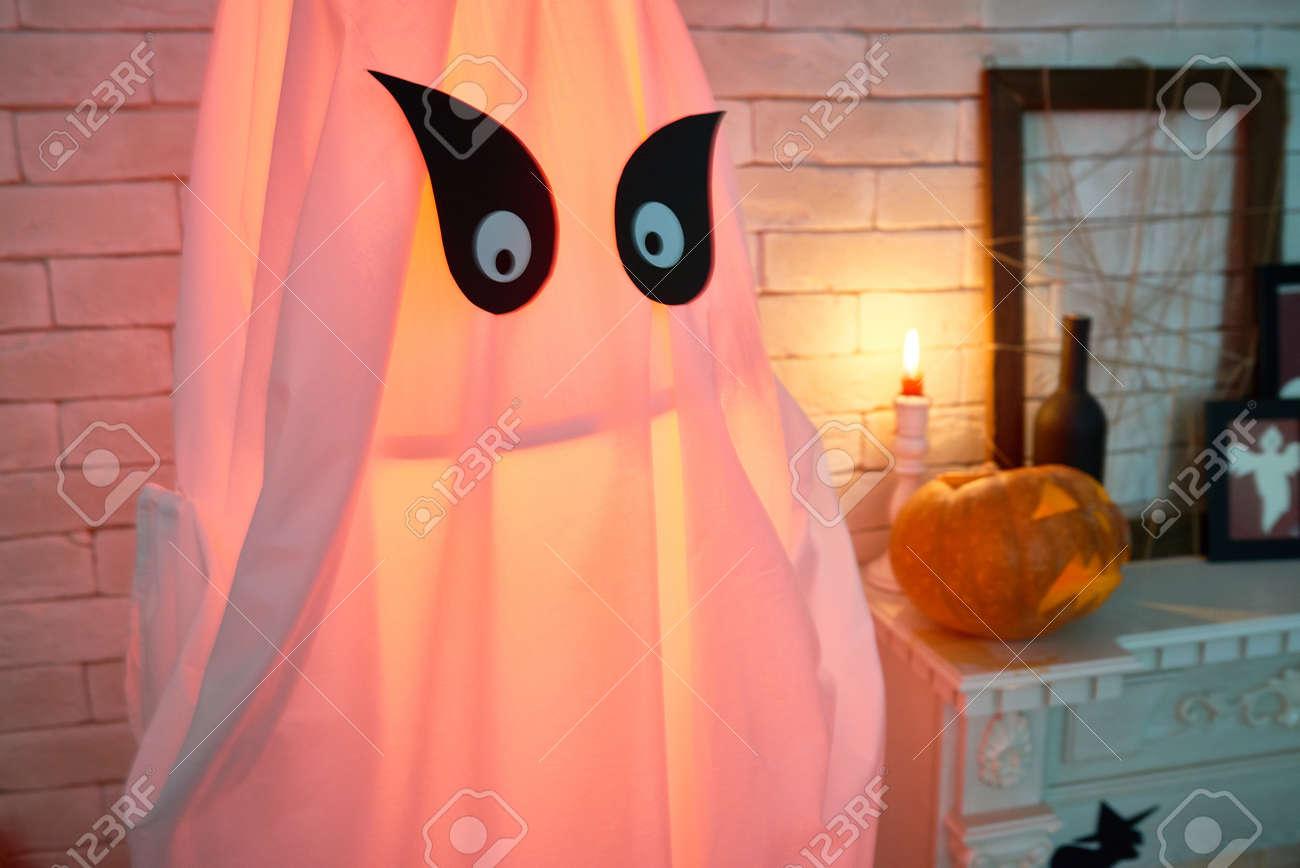Imagen De Fondo De La Decoración Fantasma Para Halloween Brillante Dentro De Fotos Retratos Imágenes Y Fotografía De Archivo Libres De Derecho Image 87627004