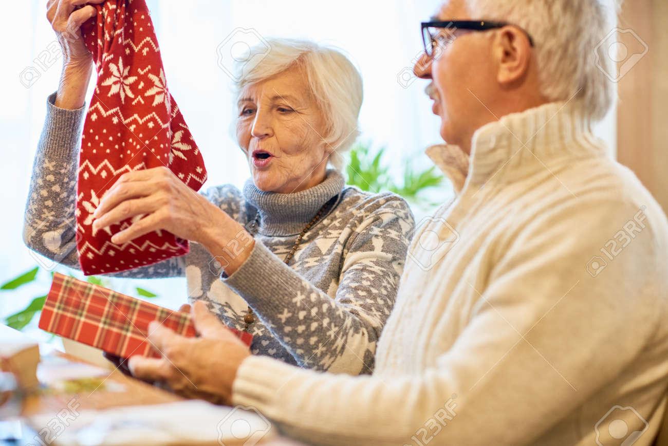 Erstaunliche Weihnachtsgeschenke Für Großeltern Lizenzfreie Fotos ...