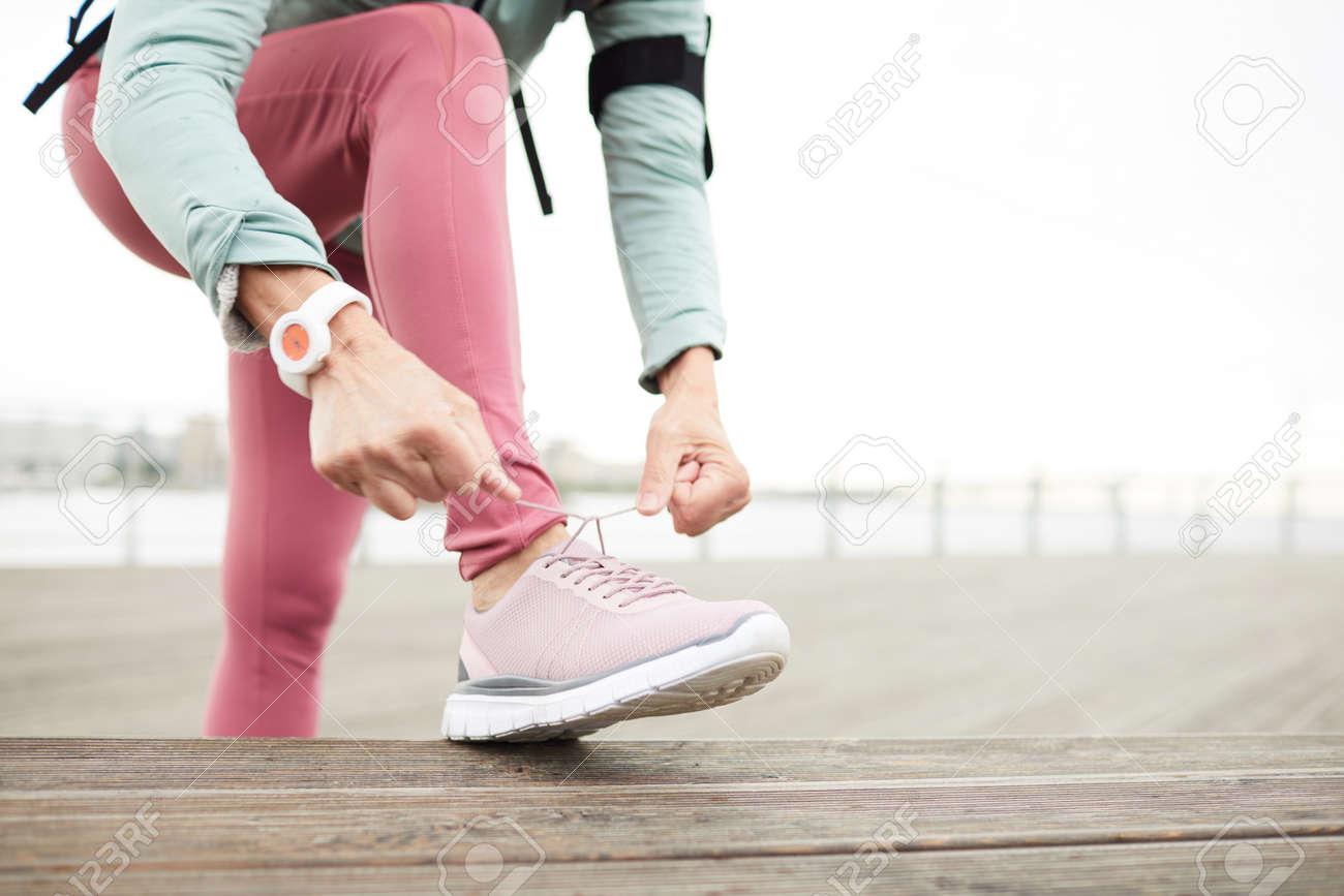 Tying shoelaces - 124775425