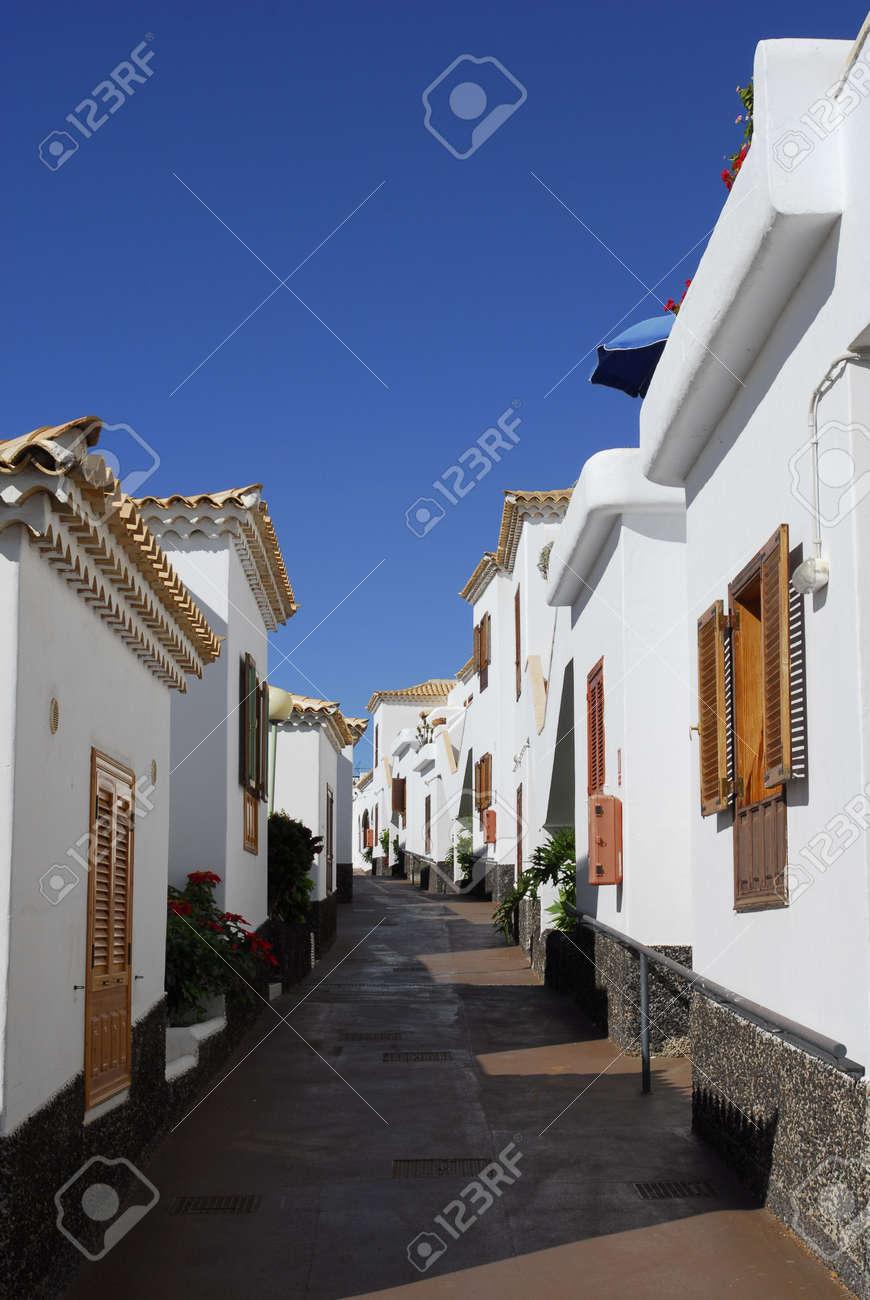 narrow lane and spanish villa Stock Photo - 6470225