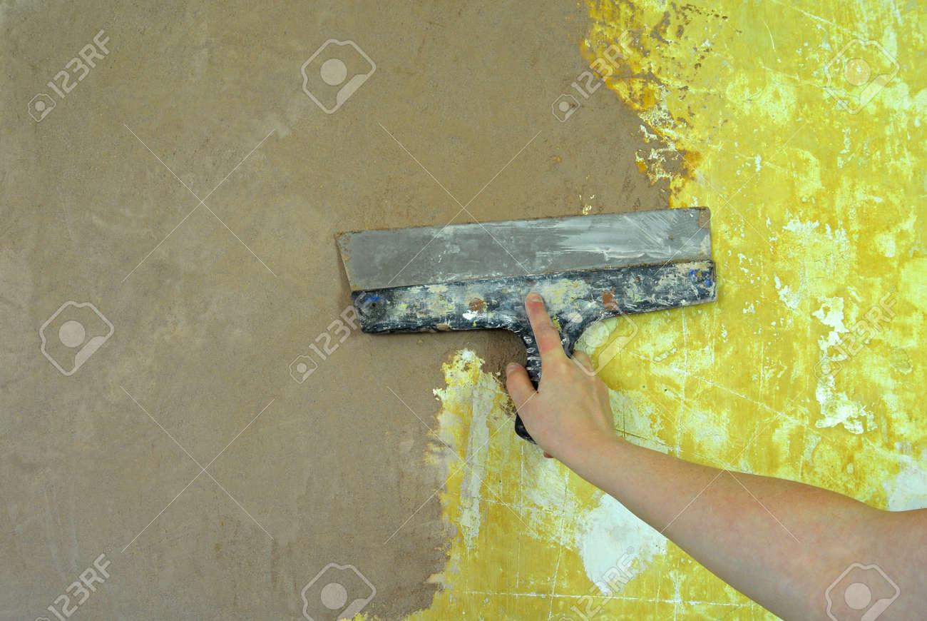 plaster filling wall repair Stock Photo - 15071828