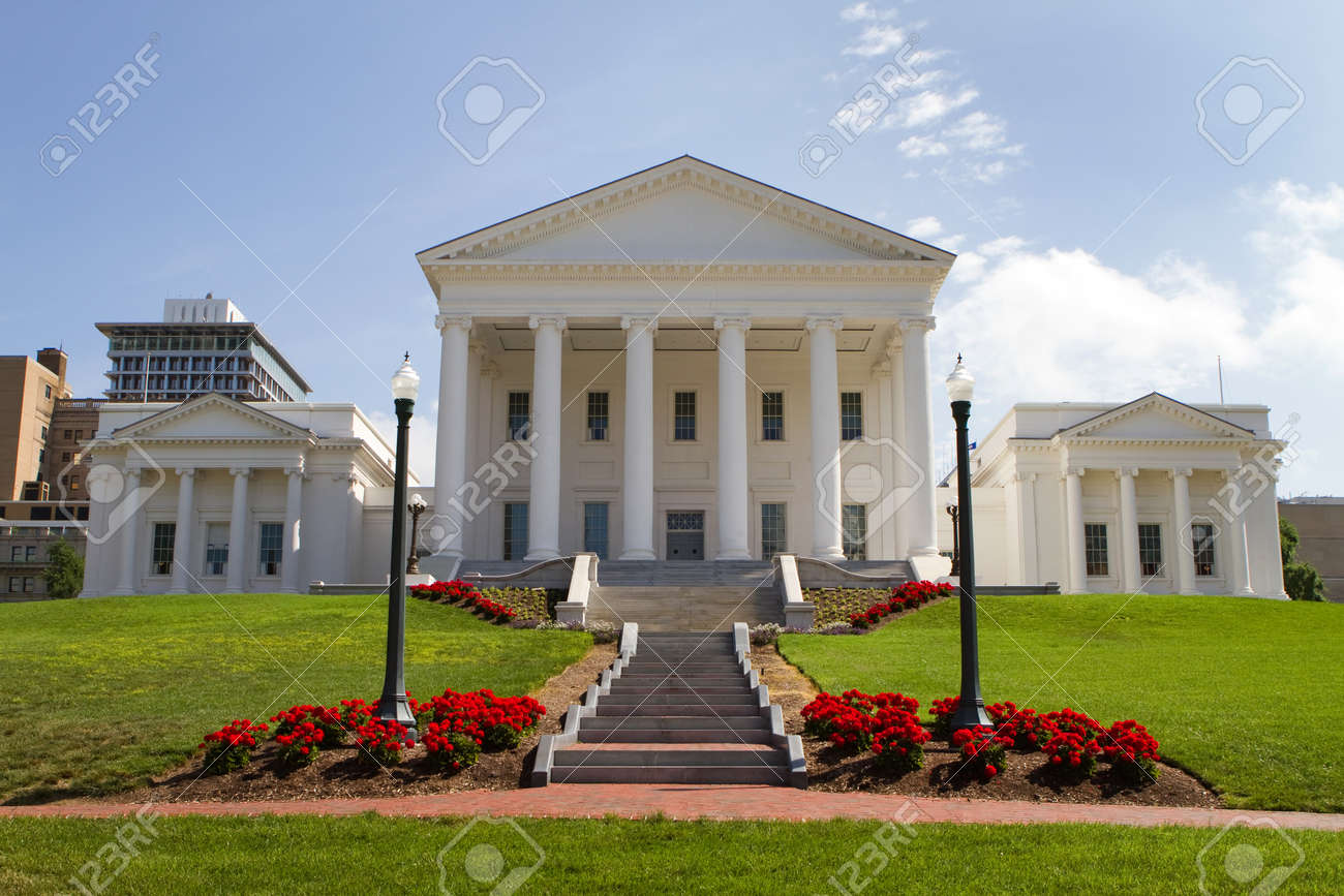 Virginia Statehouse And Lawn In Downtown Richmond Virginia - Va which state in usa