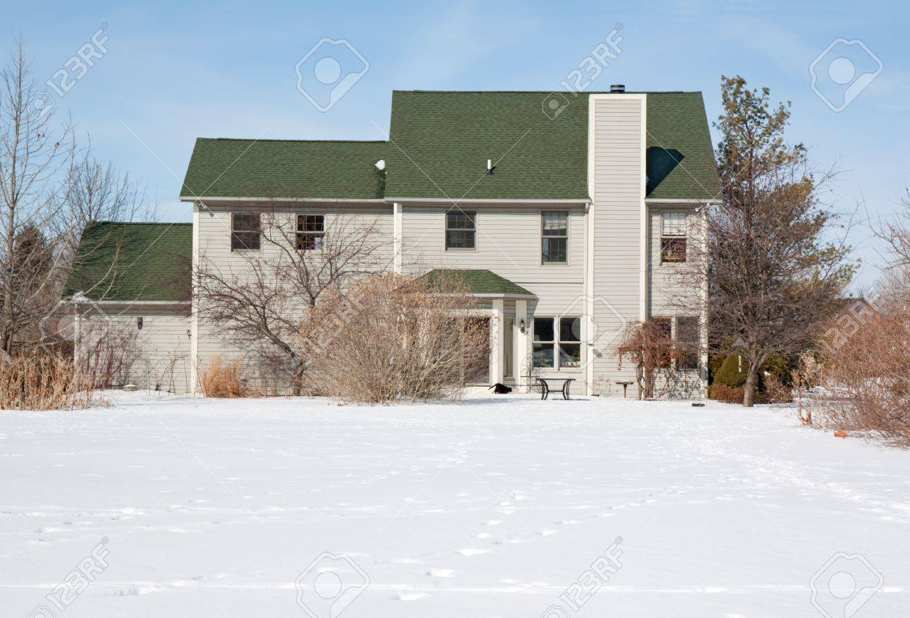 Back of a residential house and yard covered with snow Stock Photo - 10370032