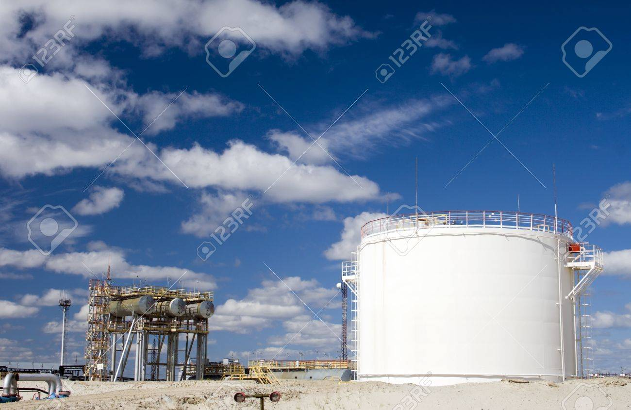 Oil industry and gas industry  Work of refinery petrochemical plant  Oil reservoir and storage tank of mineral oil Stock Photo - 20992573