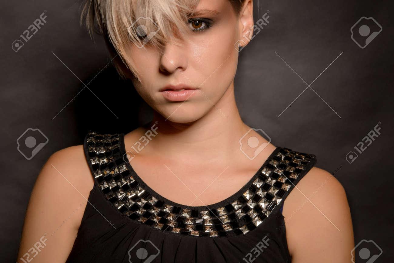 Cortes de pelo corto oscuro