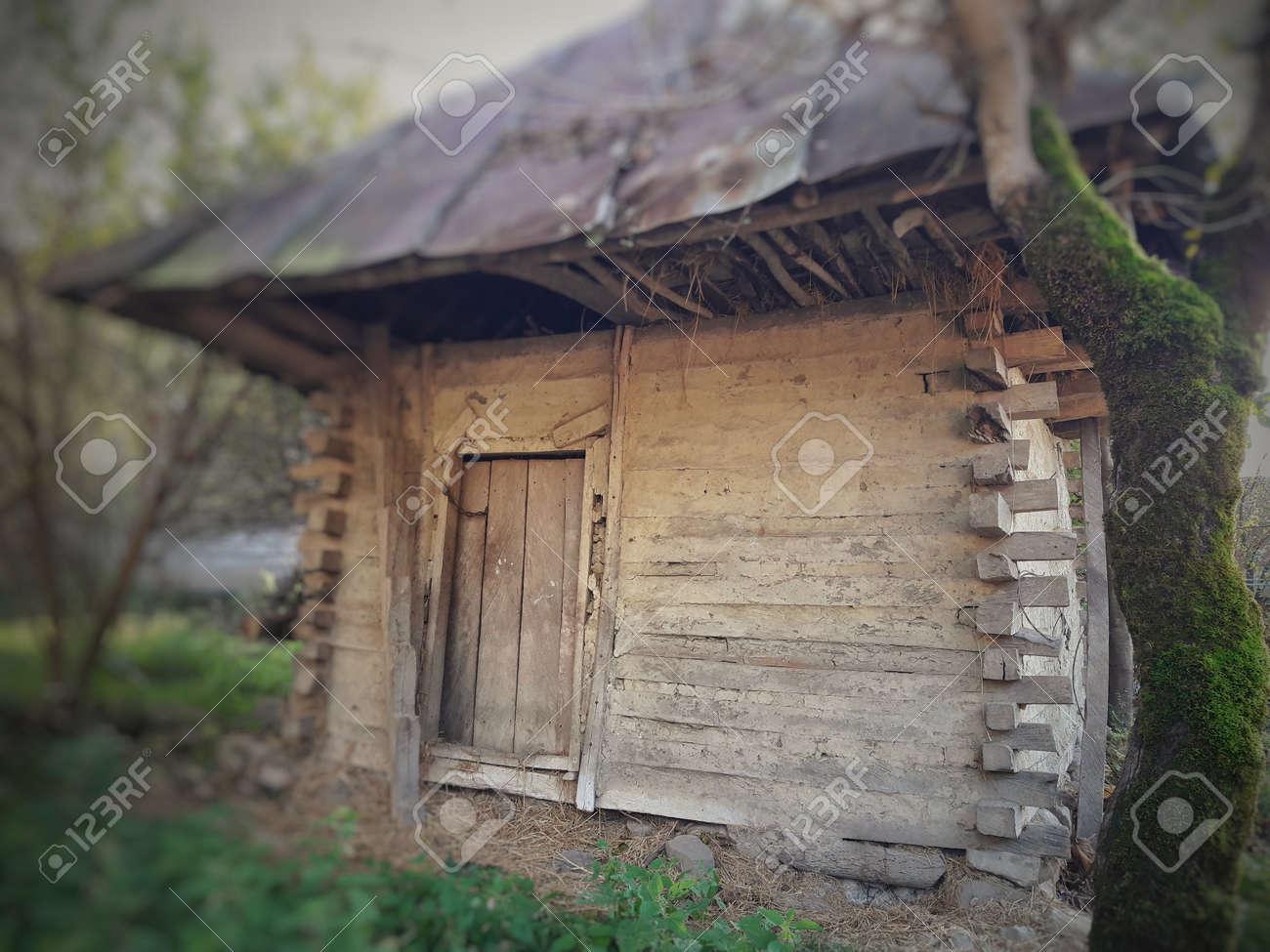 Altes Bauernhaus Landhaus Lizenzfreie Fotos Bilder Und Stock Fotografie Image 98796415