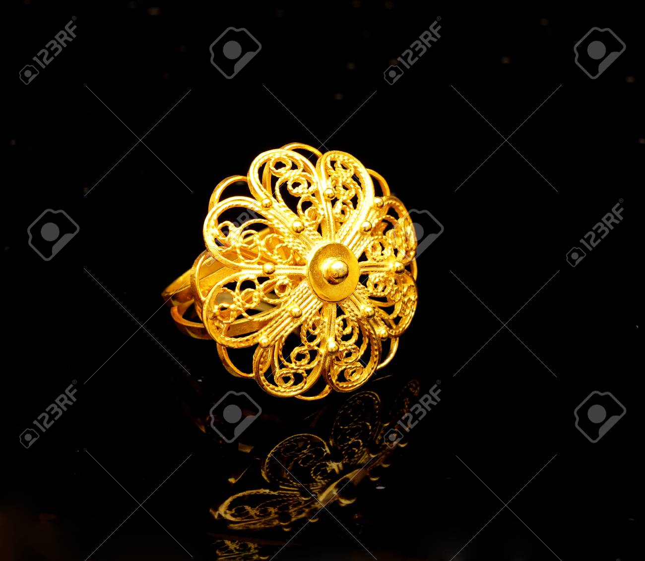 beautiful antique Oriental Turkish gold jewelry women ring handmade