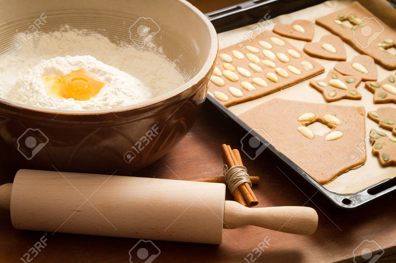 Prepare gingerbread cookies for Christmas Stock Photo - 16397356