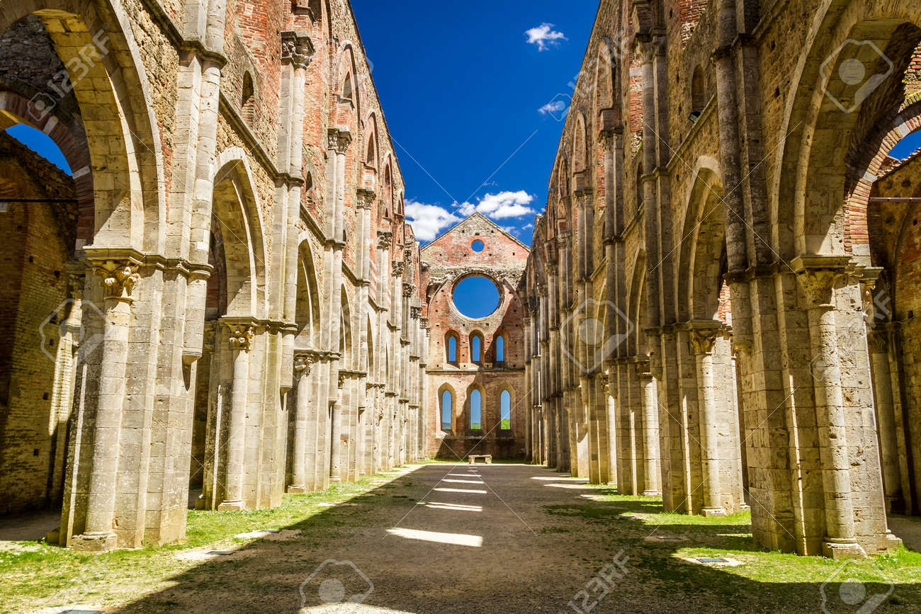 Inside a ruined old church in Tuscany Stock Photo - 20147098